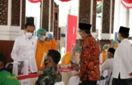 *Bupati Gus Muhdlor Dampingi Presiden Jokowi Tinjau Vaksinasi Perdana AstraZeneca di Sidoarjo* *Kyai Sepuh Di Jatim Jamin Vaksin AstraZeneca Aman dan Halal*