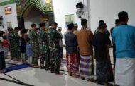 Pasukan Yonif Mekanis 512/QY Ajak Warga Perbatasan Tadarus dan Shalat Tarawih