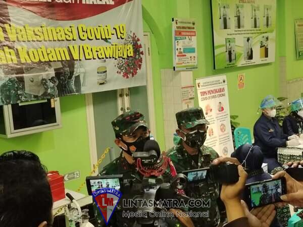Pangdam V/Brawijaya Yakinkan Vaksin Astrazeneca CTMAV546 Aman