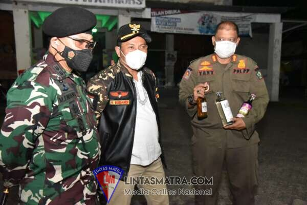Pertegas PPKM Darurat,  Satgas Covid-19 Sidoarjo Razia Cafe di Raya Juanda dan Sita  Puluhan Botol Miras